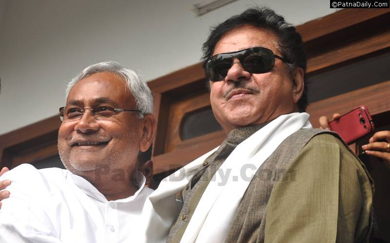 JD-U leader Nitish Kumar with BJP MP Shatrughan Sinha.