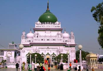 The tomb of Haji Waris Ali Shah in Lucknow.