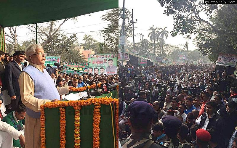 Lalu Prasad Yadav addressing at a dharna against demonetization in Patna.