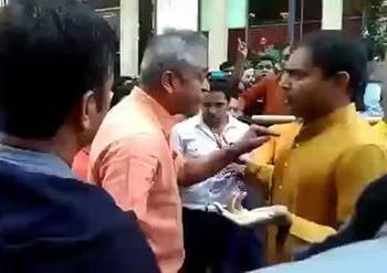 Rajdeep Sardesai clashes with Indians in NY during PM Modi's visit.