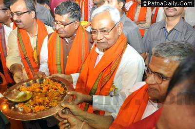 Nitish Kumar with BJP leaders during Ramnavami in Patna in 2016.