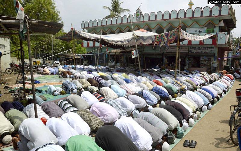 Muslims praying outside High Court Mazaar in Patna.